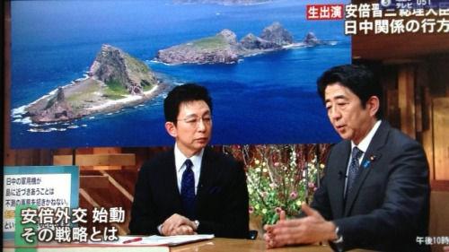 资料图:安倍晋三在朝日电视台参加一档时政节目,期间首次公开谈论自己对于中日关系的看法。