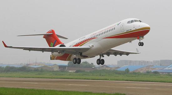 2014年9月29日,ARJ21-700飞机102架机于9时26分从西安阎良中国试飞院机场起飞,经过2小时25分飞行,于11时51分降落厦门高崎国际机场,于当天下午3点开始高温部分科目的补充试验试飞。   为了抓住有利天气,参试团队争分夺秒,经过与机场方面协调,当天下午3点就进行了APU(辅助动力装置)通风冷却补充审定地面试验。试验开始时温度34.