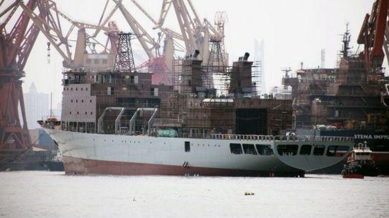 中国新型补给舰排水量约为15000吨。