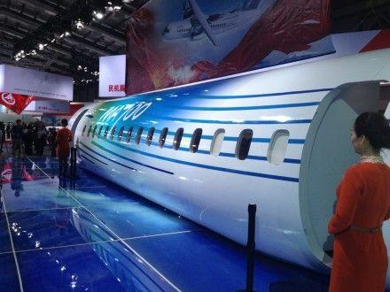 新舟700飞机等比展示样机:分为样机机身和样机支承两大部分,向客户展示飞机的驾驶舱、客舱和货舱设计制造效果,为客户提供一个真实的飞机内部环境,供客户亲身体验和感受。