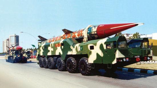 资料图:参加阅兵式的巴军沙欣战术导弹