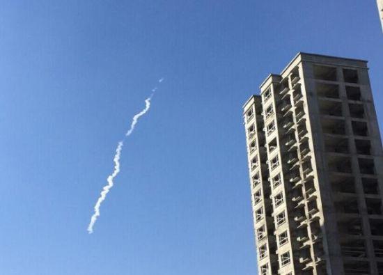 太原居民拍摄到的疑似高超音速飞行器飞行轨迹