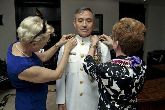 资料图:美国海军上将哈里斯在珍珠港(图片来源于网络)