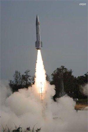 """资料图:印度PDV反导弹却是与地地导弹相似的弹体,""""前后一般粗"""",能有多高的加速度实在是很难乐观"""