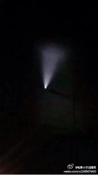 资料图:山东潍坊和民航机组目击到的发光漏斗