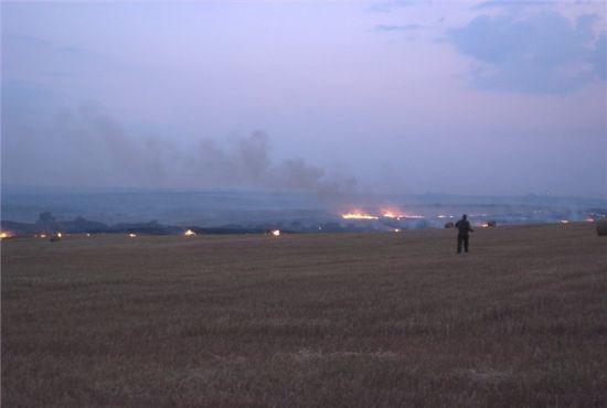 资料图:8月7日,Yenakiyevo附近,乌军一架军机被击落,这是一个月来第7架被击落的乌克兰空军飞机。此前已有5架su-25和一架苏-24被击落。 目击者称,飞行员成功跳伞,应该性命无忧。 根据飞机的外形判断,今天被击落的应该是一架苏-25或者米格-29。