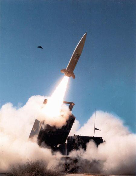 资料图:美国ATCAMS导弹,该导弹出口型射程150公里,美军自用型射程300公里左右。在它基础上研制射程500公里具精确制导能力的导弹应该可行