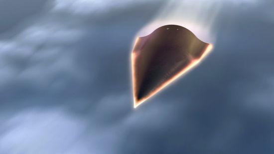 美国《华盛顿自由灯塔报》1月13日报道,美国国防部表示,中国军方在上周完成了针对突破美国弹道导弹防御系统的首次超高速导弹弹头载具测试。此次测试的时间为1月9日,使用的是被美国军方代号为WU-14的高超音速滑翔载具。