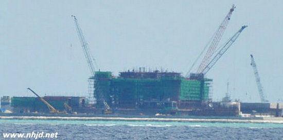中国在南海多个岛礁进行填海扩建工程进展迅速