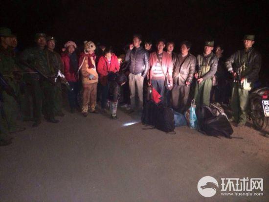 被带回的14名中国公民