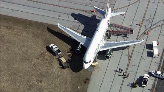 美国边疆航空公司一架A319在威明顿机场飞机冲出滑行道
