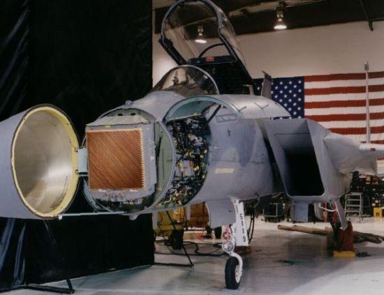 装备了有源相控阵雷达的F-15战斗机