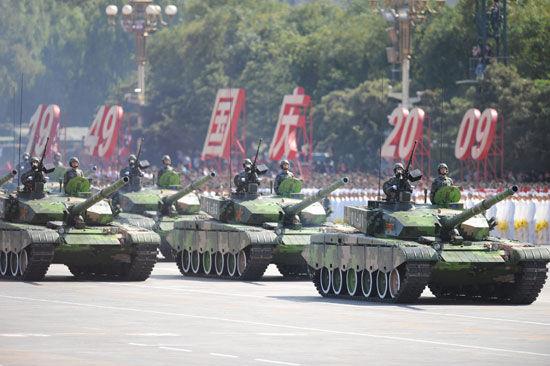 资料图:2009年国庆60周年阅兵式中出现的99式坦克