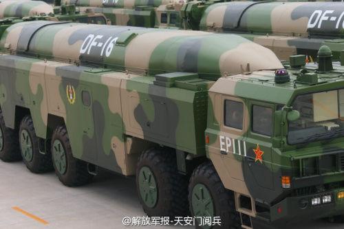 东风16弹道导弹参加阅兵