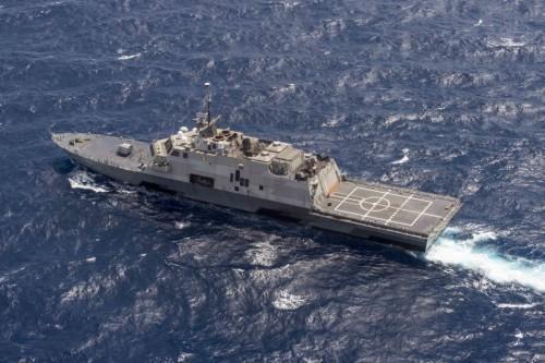 资料图:美国LCS-3沃斯堡号近海战斗舰在南中国海游弋