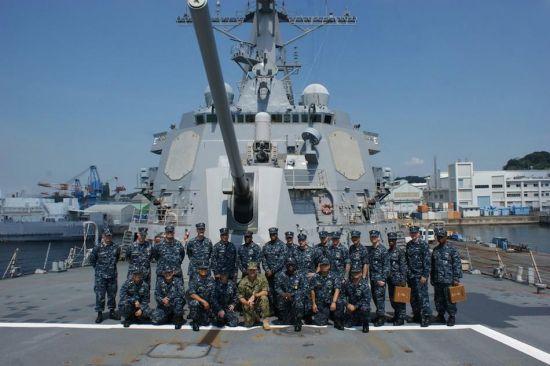 """此次美军行动的主角""""拉森""""号驱逐舰是""""阿利・伯克""""级导弹驱逐舰中的第32艘,装备宙斯盾系统。"""