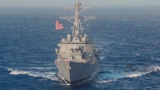 美军拉森号驱逐舰巡航南海