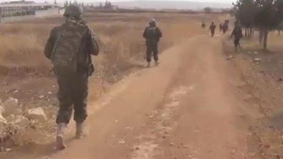 当局军步卒正在向科威瑞斯空军基地行进