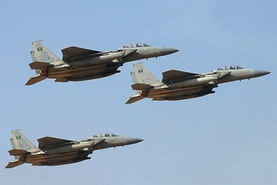 起飞轰炸胡赛武装的沙特F-15战机