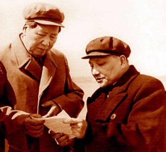 资料图:毛泽东与邓小平