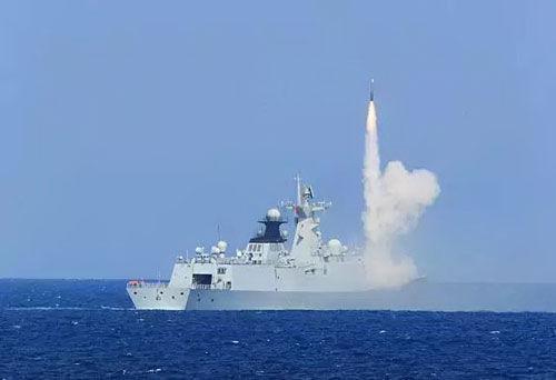 中国海军在南海某海空域进行实兵对抗演练