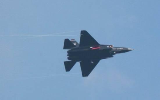 西方猜测中国歼-31抄袭美F-22专家称不可能