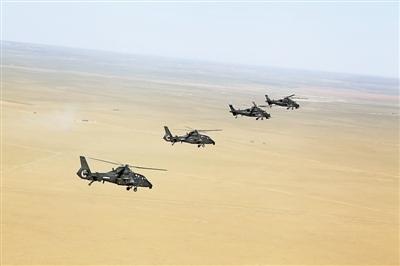 北京军区某陆航团直-10、直-19武装直升机正在进行训练。黄 维摄