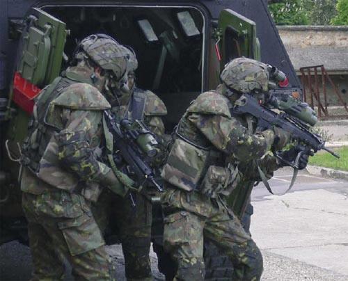 法军举行数字化军演测试未来士兵系统战斗力