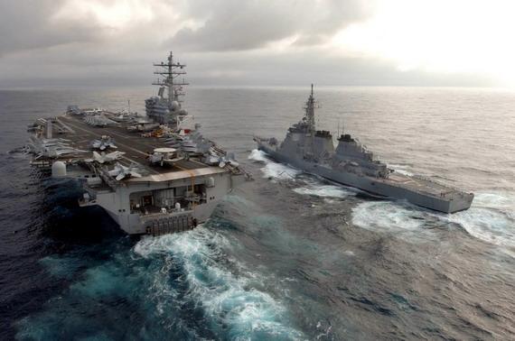 图文:貌似强大的美军航母编队