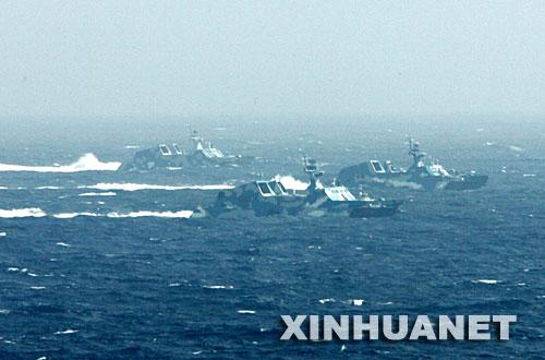组图:国产隐身导弹艇协同现代级战舰编队攻击
