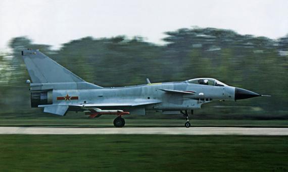 图文:中国空军歼-10战斗机起飞