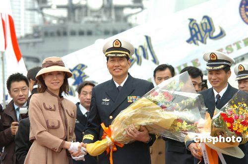 组图:日方举行盛大仪式欢迎中国军舰访日