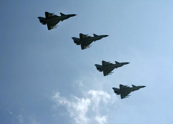 中国新型战机南疆出击未来将作撒手锏武器(图)