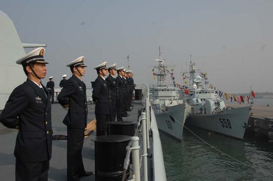 图文:深圳舰回到湛江军港