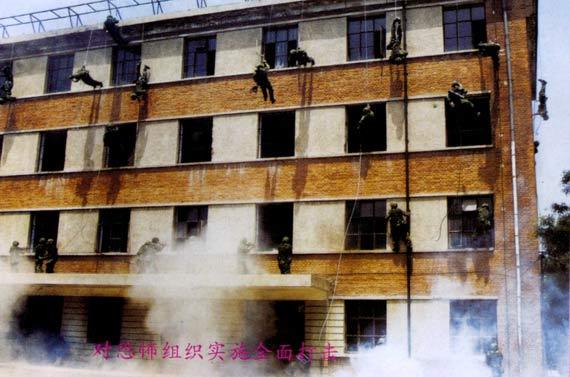 组图:北京军区特种部队反恐怖集训备战奥运