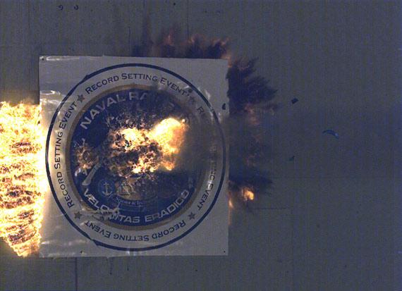 图文:电磁炮弹以5倍音速击中400公里外目标