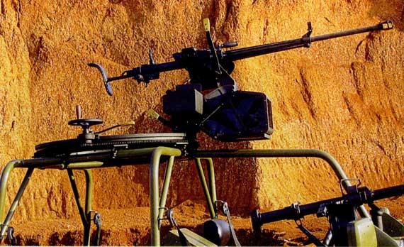 图文:M98-I型火力突击车顶置高射机枪枪架