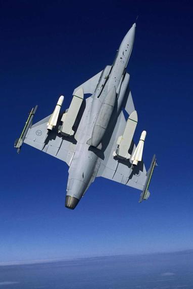 一直以来我国战机设计都采用前苏联平尾布局