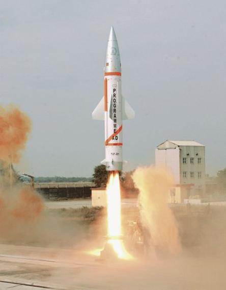 图文:印度国产大地近程战术导弹试射