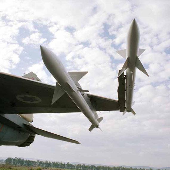 图文:加挂在以空军战机上的德比空空导弹
