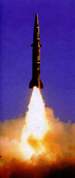 图文:解放军东风11战术导弹升空瞬间