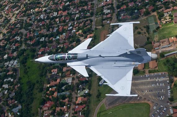 图文:南非空军将于今年晚期接收下一架双座鹰狮