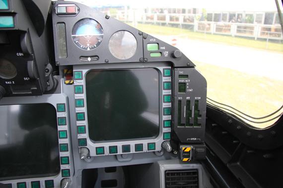图文:台风战机座舱右侧屏幕