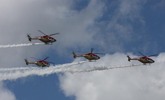 组图:印度孔雀飞行表演队北极星直升机表演