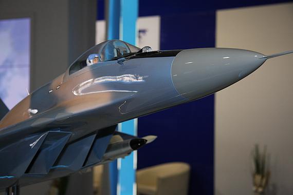 图文:俄米格-29SMT战机机头特写