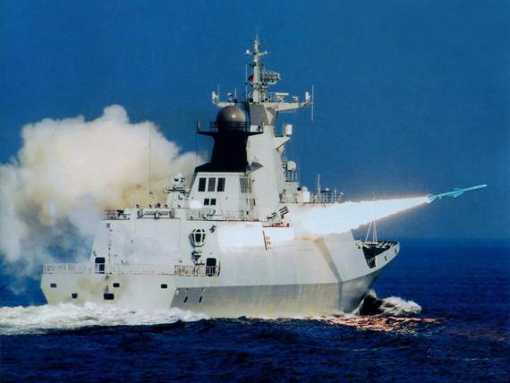 资料图:中国海军新型护卫舰发射反舰导弹