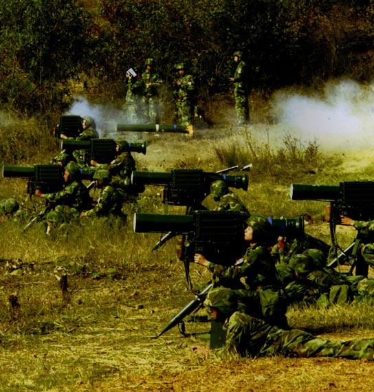资料图:解放军反坦克导弹作战部队对敌攻击演练