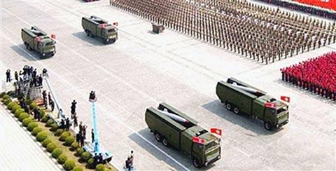 """环球网图片:朝鲜""""劳动""""导弹出现在往届阅兵式上"""