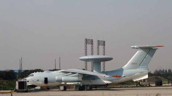 中国空军装备的空警2000大型预警机