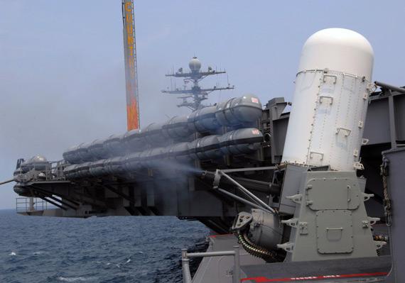美国海军航母舰载密集阵系统对空开火